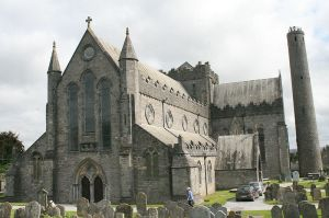 800px-Kilkenny_St_Canice_Cathedral_SW_2007_08_28